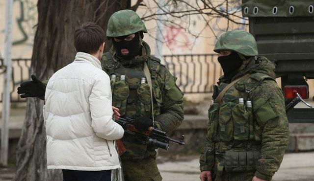 Kırım'da Özbek işçiler gözaltına alındı
