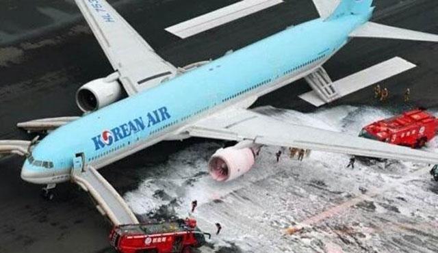 Tokyo Havalimanı'nda uçakta yangın