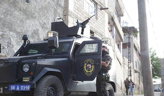 Siirt merkezli 'paralel' operasyonunda 3 gözaltı