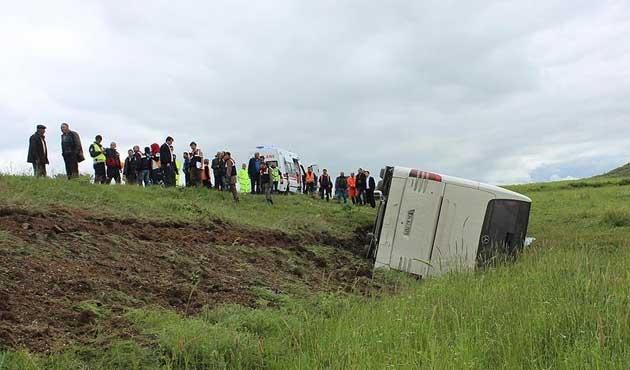 Yozgat'ta tur otobüsü devrildi: 40 yaralı