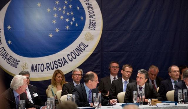 Azeriler Karabağ için NATO-Rusya gerginliğine güveniyor