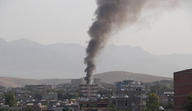 Silopi'de polis aracına bombalı saldırı!