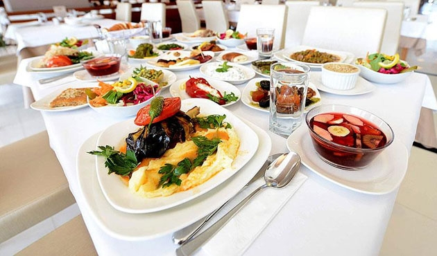 Dört kişilik ailenin iftar maliyeti 74 lira