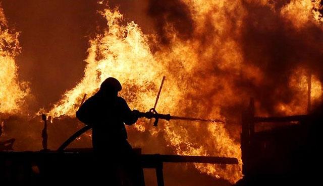 Hindistan'ın en büyük silah deposunda yangın