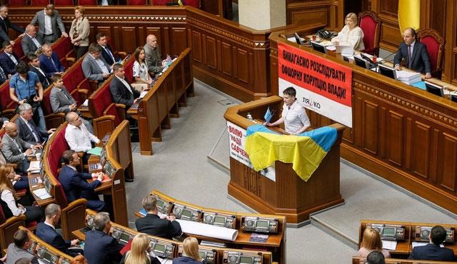 Savçenko Kırım Tatar bayrağıyla yemin etti