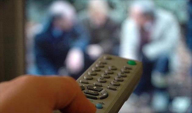 Gençler vaktini en çok TV'ye ayırıyor