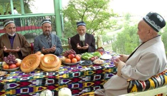 Özbeklere Ramazanda birlik yasaklandı