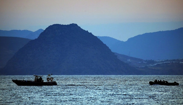 Girit'te göçmen teknesi alabora oldu: 450 kayıp