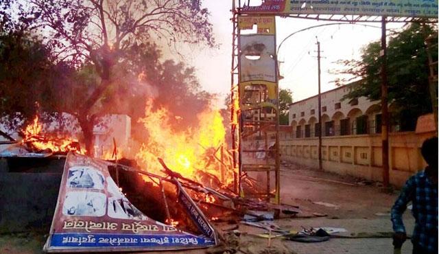 Hindistan'da devrimci gençlerin park işgali kanlı bitti: 23 ölü