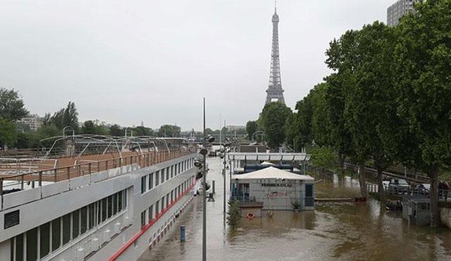 Paris sele teslim; müzeler bile kapatıldı