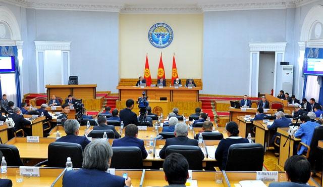 Kırgızistan bakanlıklarına yeni tırpan