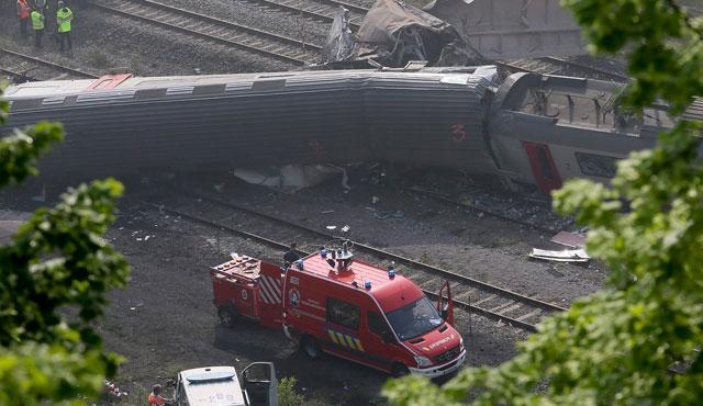 Belçika'da yolcu treni yük trenine çarptı