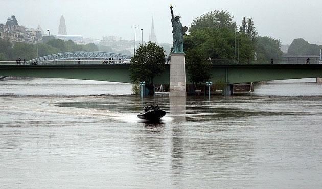 Fransa'da selin faturası ağır