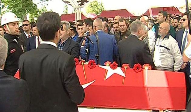 Kılıçdaroğlu'na Fatih Camii'nde kurşun çekirdeği