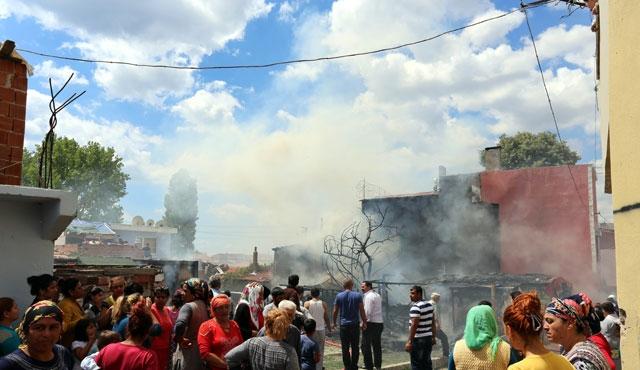 Tekirdağ'da 5 ev yandı