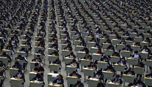 Çinli gençler üniversite için ter döktü