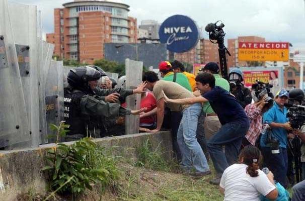 Venezuela'da referandum isteyen muhaliflere saldırı