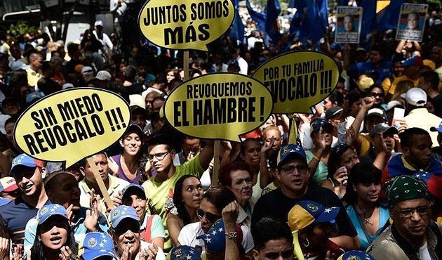 Venezuela'da referandum imza sayısına ulaşıldı