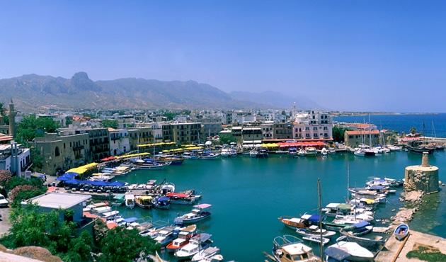 Kıbrıs'ta saatler de bölündü