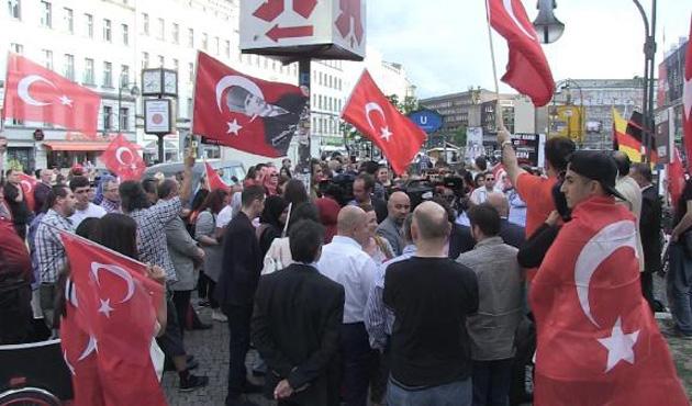 Berlin'de Türkiye'yle dayanışma mitingi
