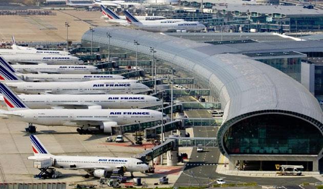 Paris'teki havaalanlarında güvenlik üst seviyede