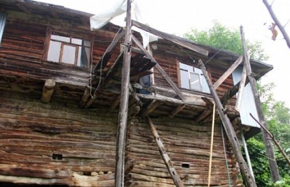 Bayram ziyaretinde ahşap balkon çöktü: 7 yaralı