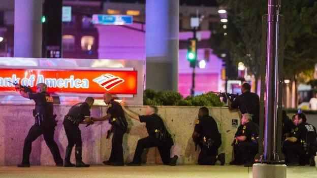 ABD'de 5 polisi öldüren şüphelinin ismi açıklandı