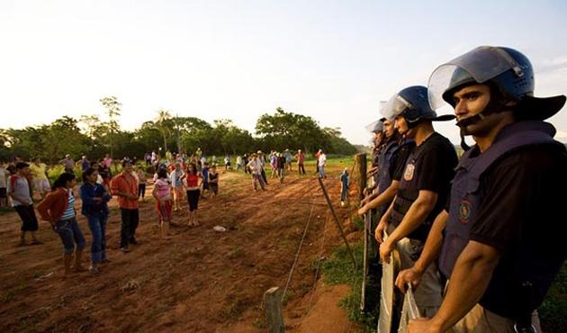 Paraguay'da çiftçilere hapis cezası