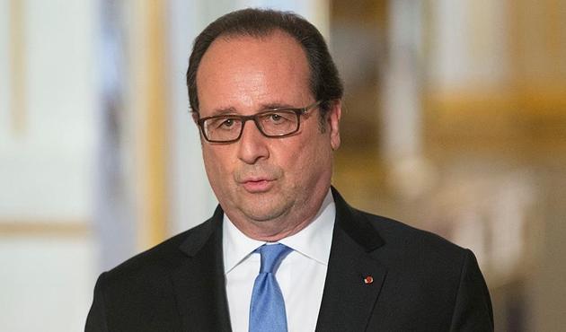 Hollande politikadan çekilmiyor