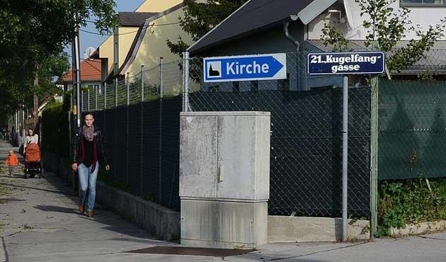 Avusturya'da Müslüman derneğine ırkçı saldırı