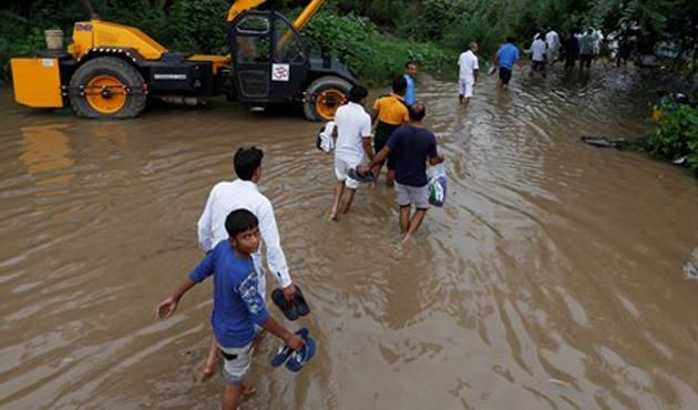 Hindistan'da sel felaketi: 42 ölü