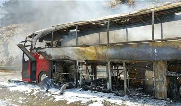 Yolcu otobüsü hareket halinde yandı