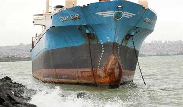 80 metrelik gemi karaya oturdu