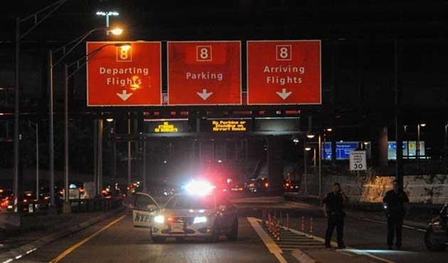 New York'ta havalimanında saldırı paniği