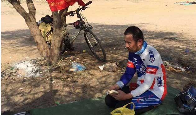 Hac için Çin'den Mekke'ye bisikletle gitti