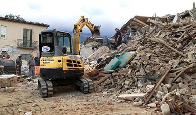 İtalya'da depremin bilançosu büyüyor