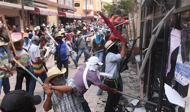 Meksika'da binlerce öğretmen görevden atılacak