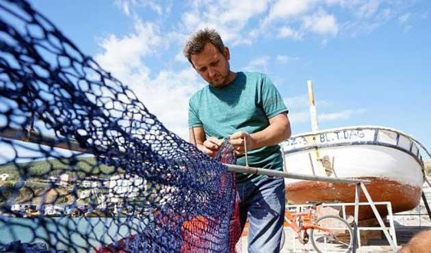 Balıkçı ağına uçak pervanesi takıldı