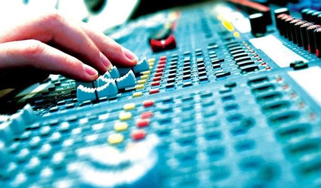 Uygunsuz yayın yapan radyo KHK ile kapatıldı