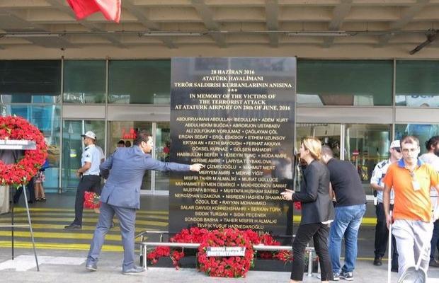 Atatürk Havalimanı'nda hayatını kaybedenler için anıt yapıldı