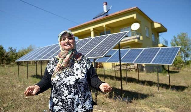 Almanya'da gördüğü güneş panellerini evine taktırdı