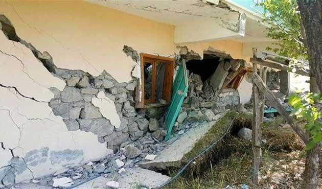 Erzincan'da heyelanda 24 ev yıkıldı