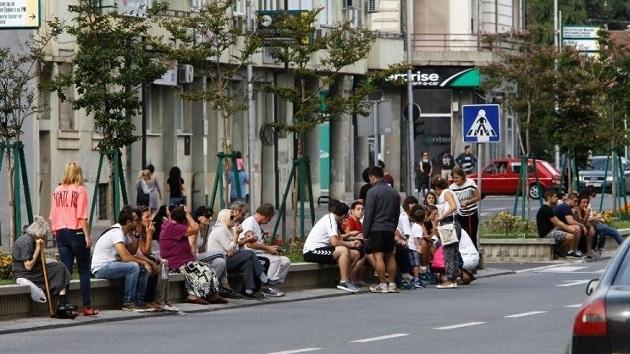 Depremler Üsküp halkını sokağa döktü