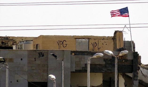 PYD 'karargahı'ndaki ABD bayrağı halâ yerinde