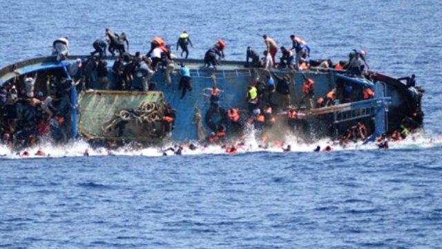 Alabora olan teknedeki 450 göçmen kayıp