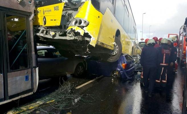 Metrobüs şoförü ile yolcu kavgasının faturası İETT'ye