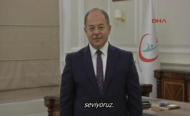 Sağlık Bakanı'ndan İşaret dili ile sevgi mesajı