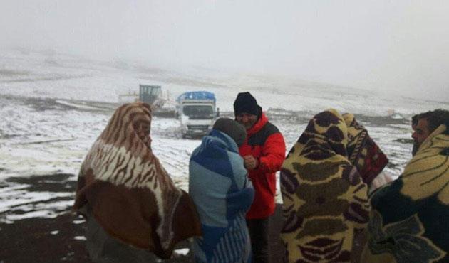 Kar sebebiyle yolda mahsur kaldılar