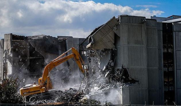 Meclis eski hizmet binasının yıkımı sürüyor
