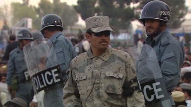 Afganistan'da 2 asker 12 meslektaşını vurdu